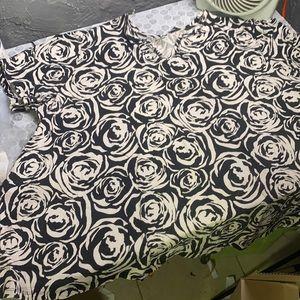 Liz & Me 5X Black White Rose Short Sleeve